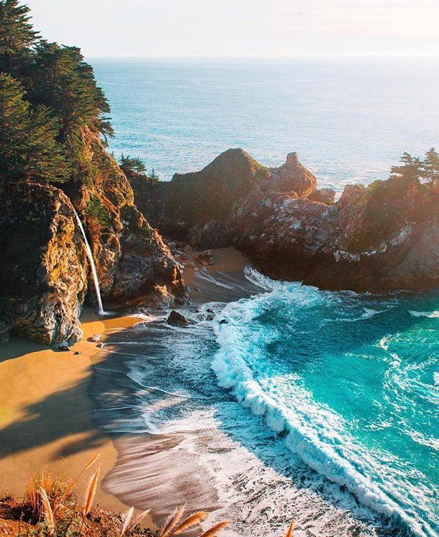 Big Sur é uma região localizada no centro da Califórnia, nos Estados Unidos. Os limites convencionais da região encontram-se na região costeira de cerca de 145 quilômetros entre o rio Carmel (a norte) e o riacho San Carpoforo (a sul), estendendo-se cerca de 32 quilómetros para o interior, em direção às colinas de Santa Lucia a leste. Pic by @mblockk . . . . #bigsur #bigsurcoast #california #surf #coast #trip #mytrip #photo #photography #photooftheday #picoftheday #pic #viagem #ferias