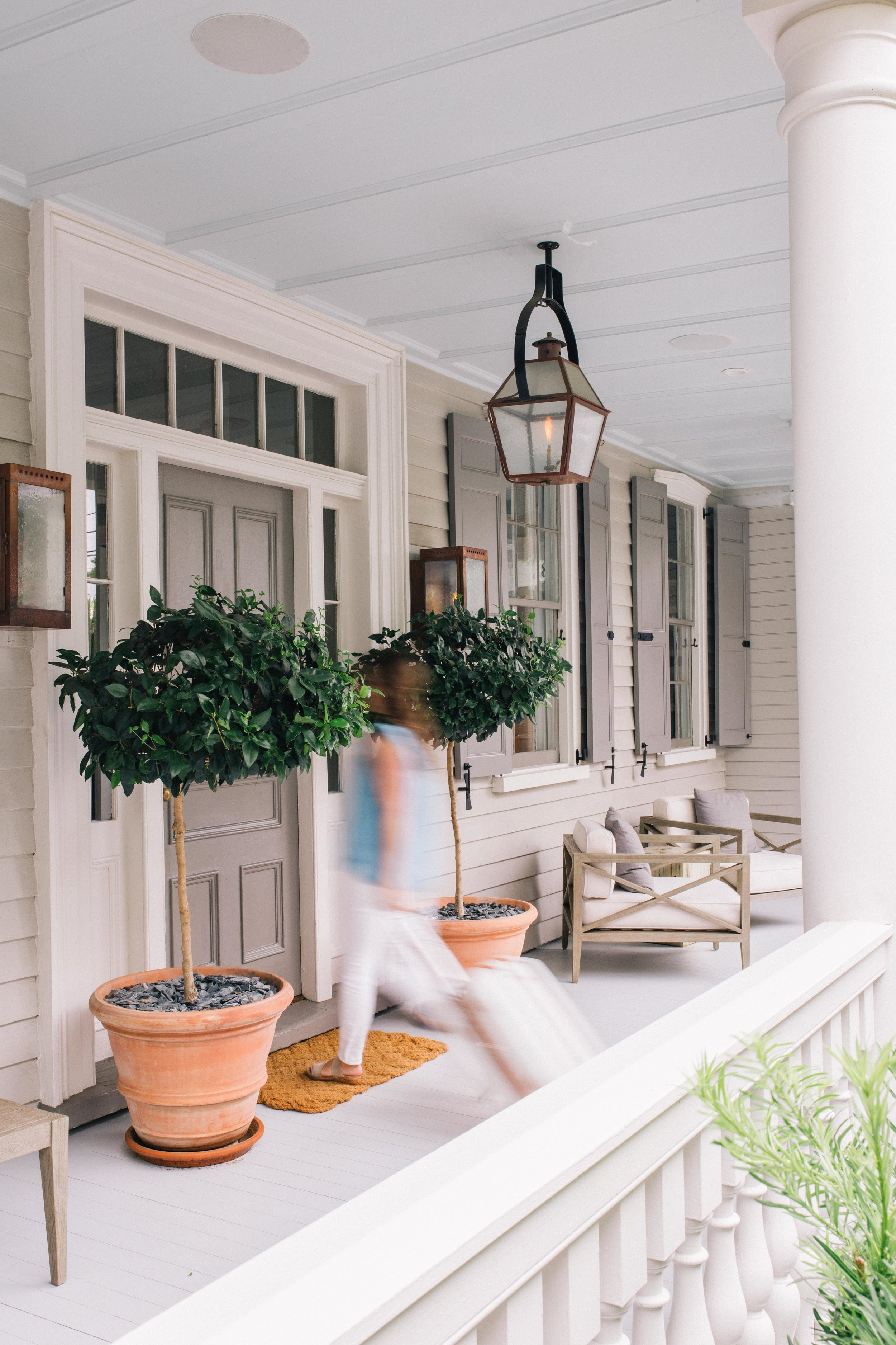 Welcome - LCS Studio is founded by Laura Saur, a lifestyle and brand photographer specializing in natural light photography for fashion, food, and travel brands.Based in Charleston, SC