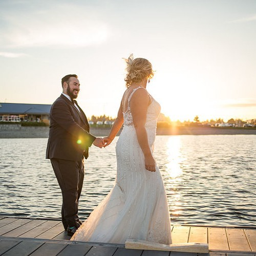 So ready for the #summerwedding sunset to return! You can get a beautiful sunset anytime of year, but there's something about that golden August light. #augustbrides where ya at? . . . #seattleweddingphotographer #seattlebride #snohomishwedding #weddingsinwoodinville