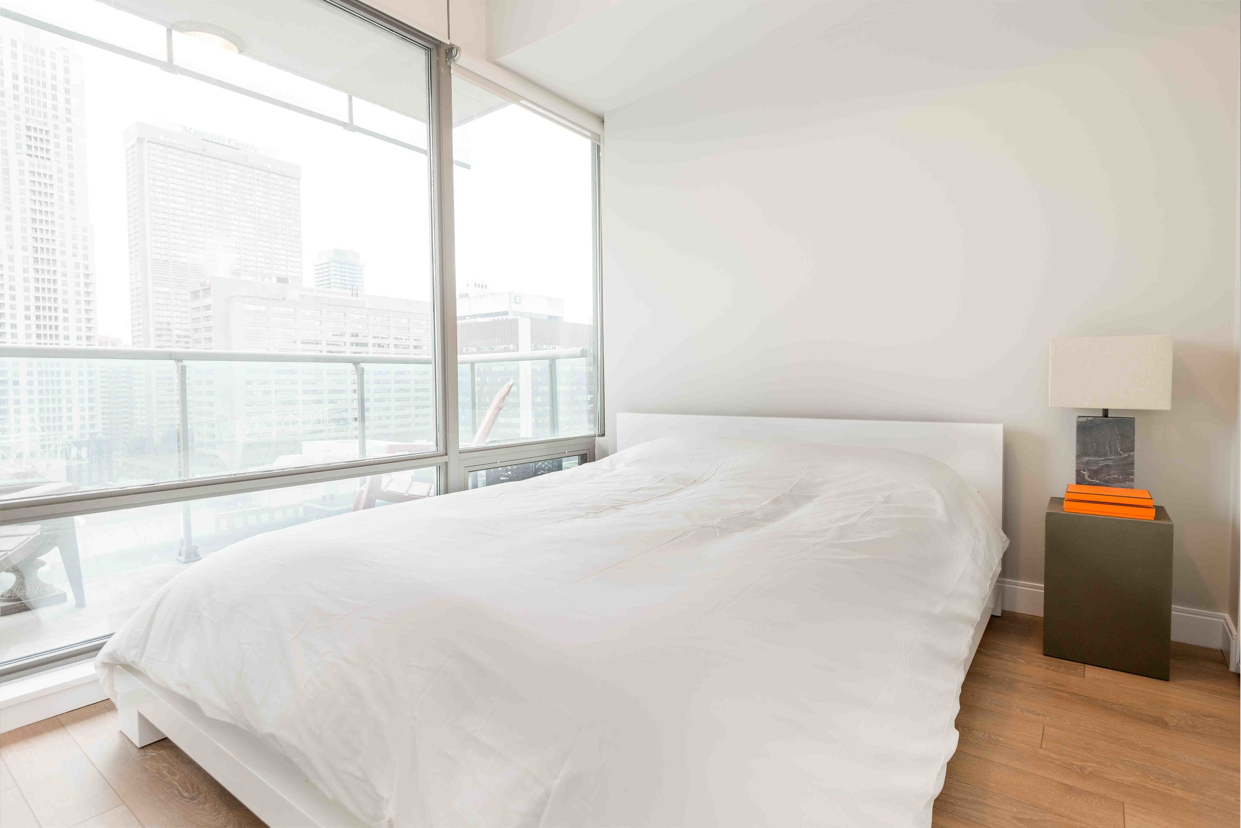 short term rentals Toronto Yorkville bedroom window