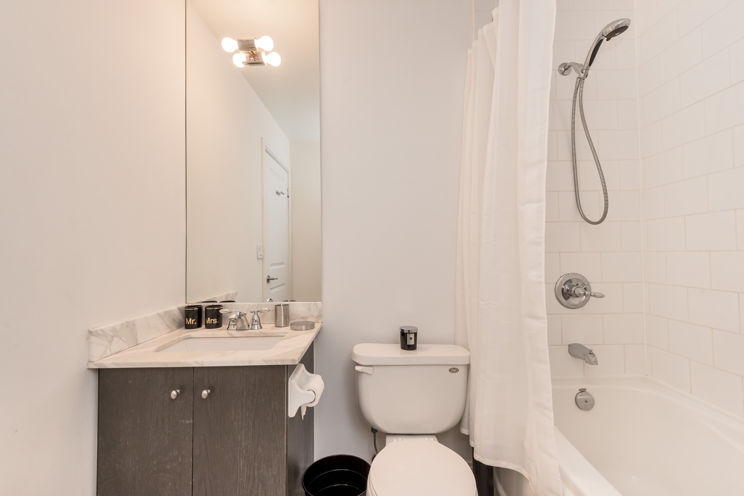 Yorkville Luxury Apartment 10.JPG