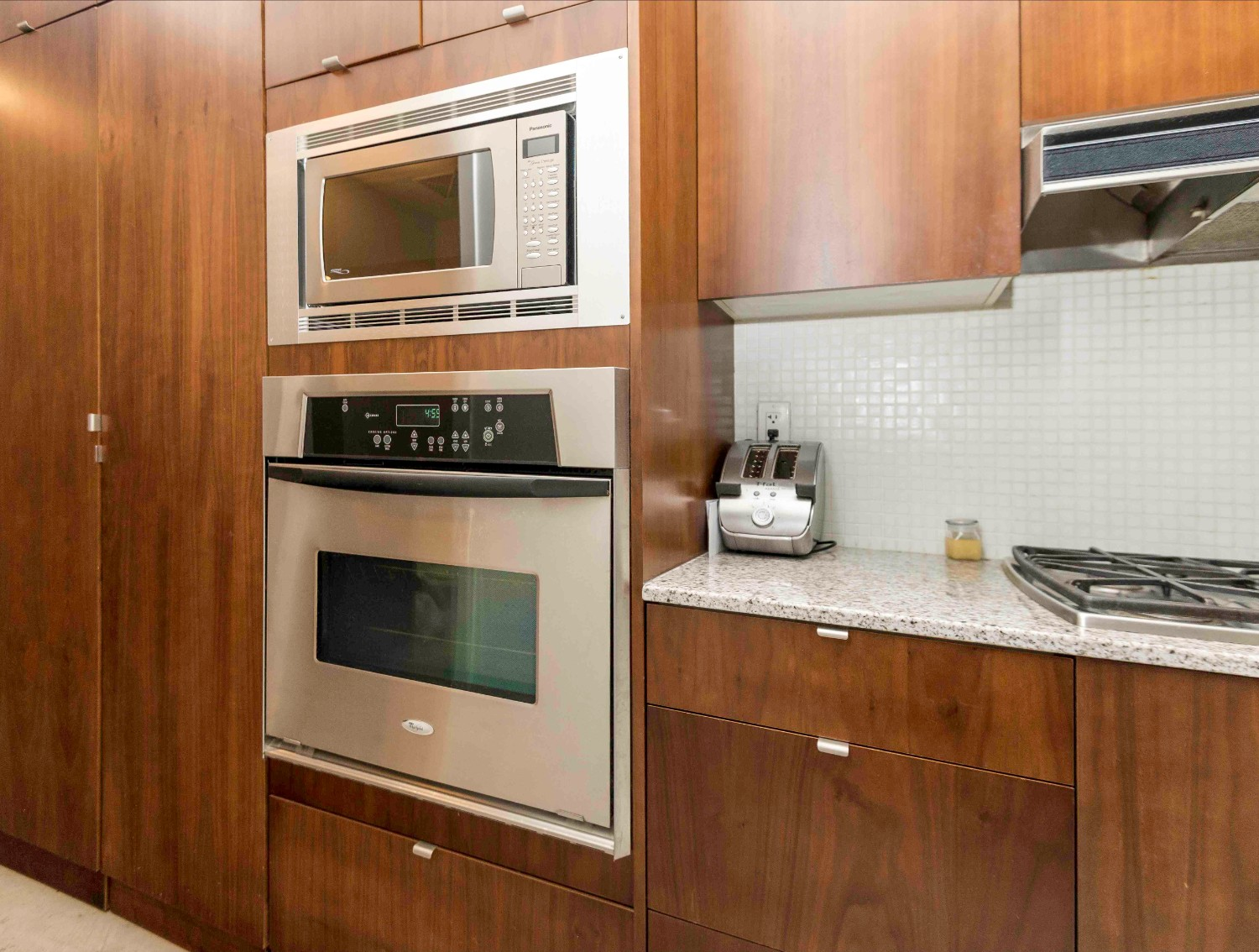 short term furnished rentals toronto downtown oven kitchen