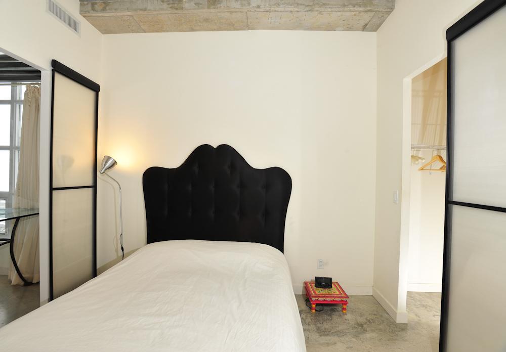 short term furnished rentals toronto downtown bed light bedroom
