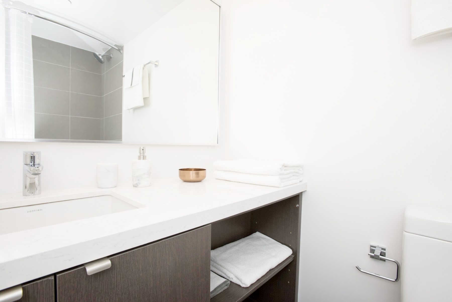 Yorkville Furnished Condo - Bathroom