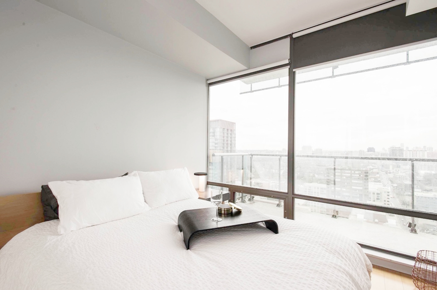 Yorkville Furnished Condo - Bedroom