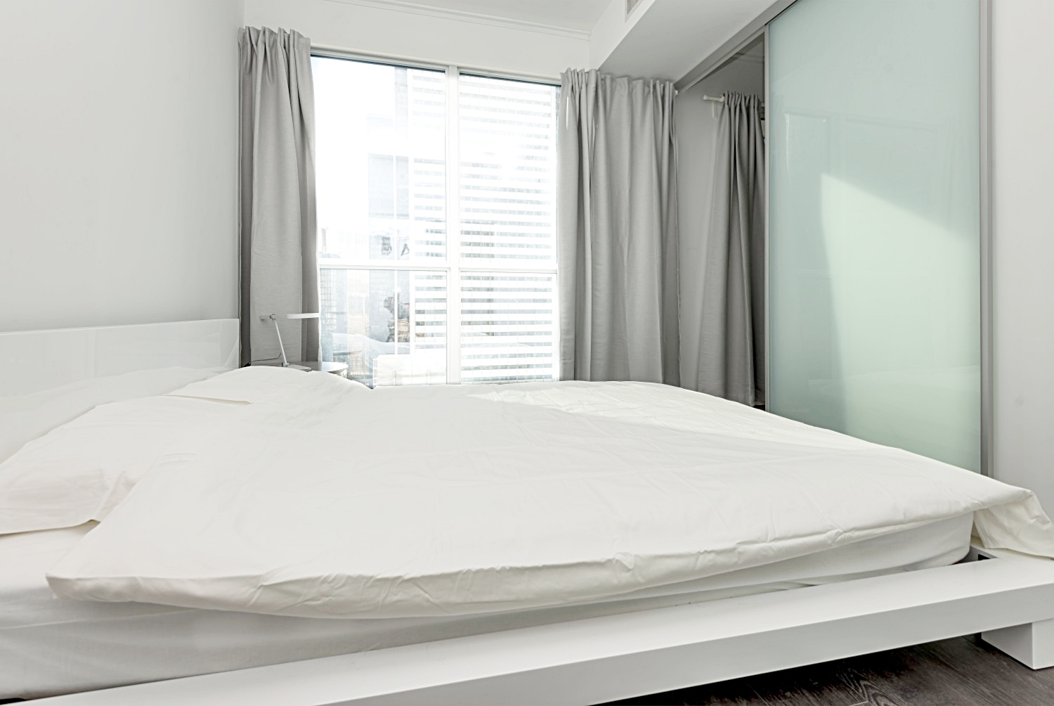 Luxury Furnished Apartment - Queen Size Bed