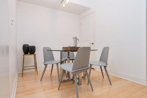 short term condo rentals toronto Yorkville dining room