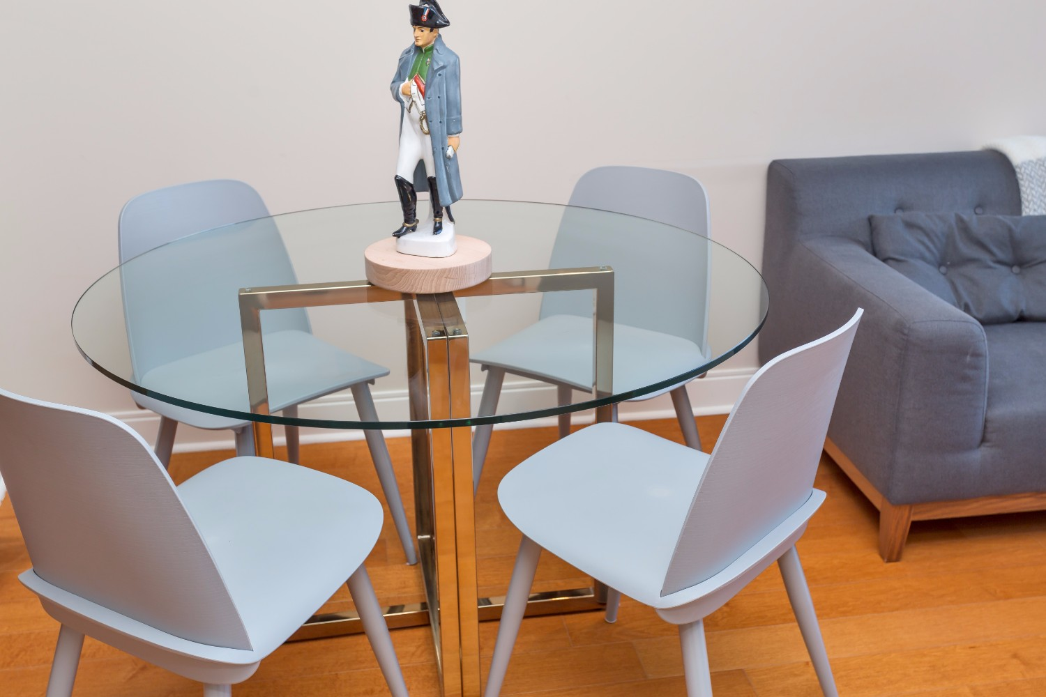 Furnished+Condo+-+Dining+Table,+Glass.jpg