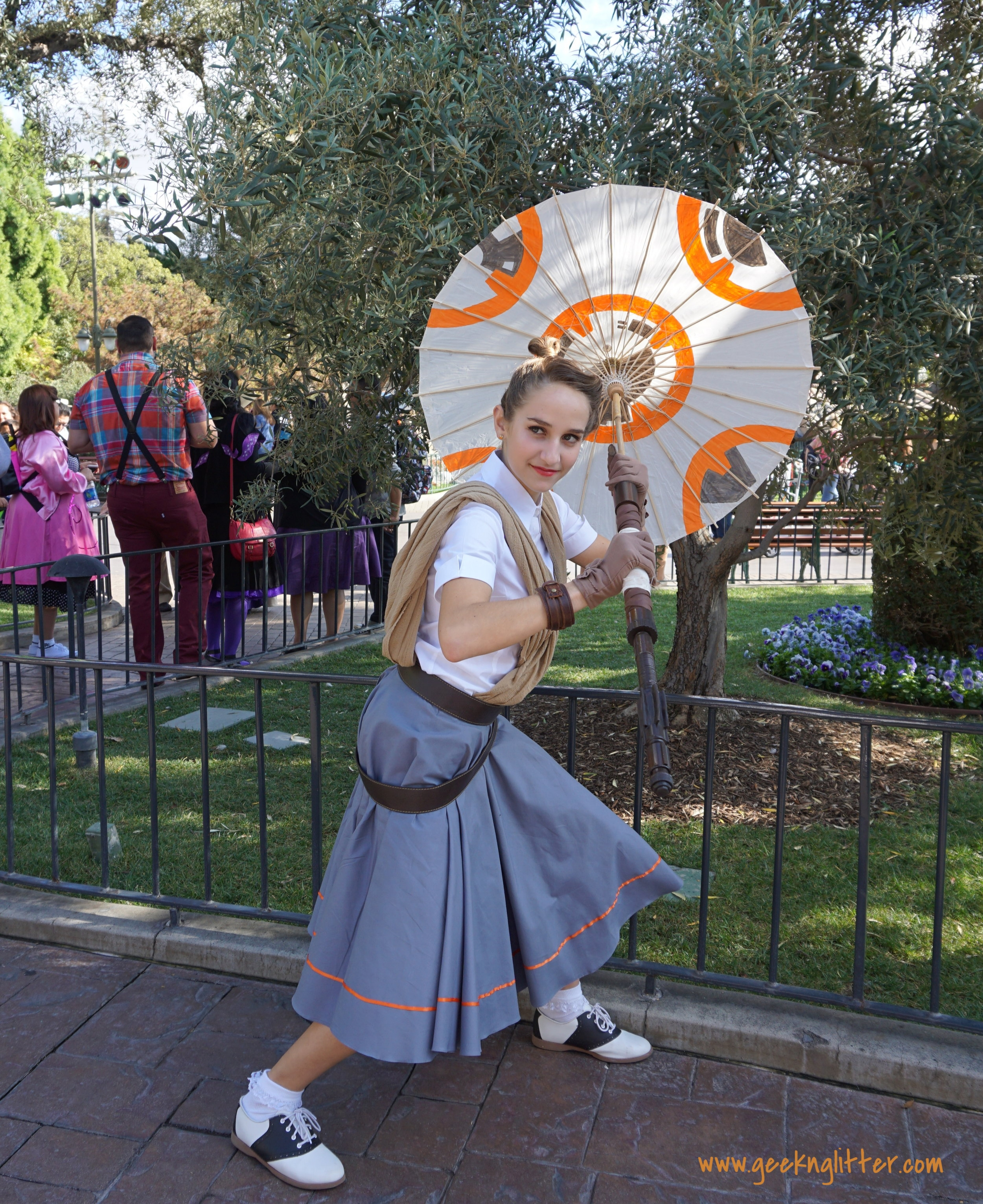 Rey inspired. Loved how Rey's staff and BB-8 was incorporated into the parasol.