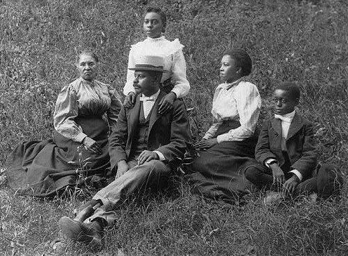 A family poses for a portrait in Georgia around 1900. Via  Ragtime at Duke .