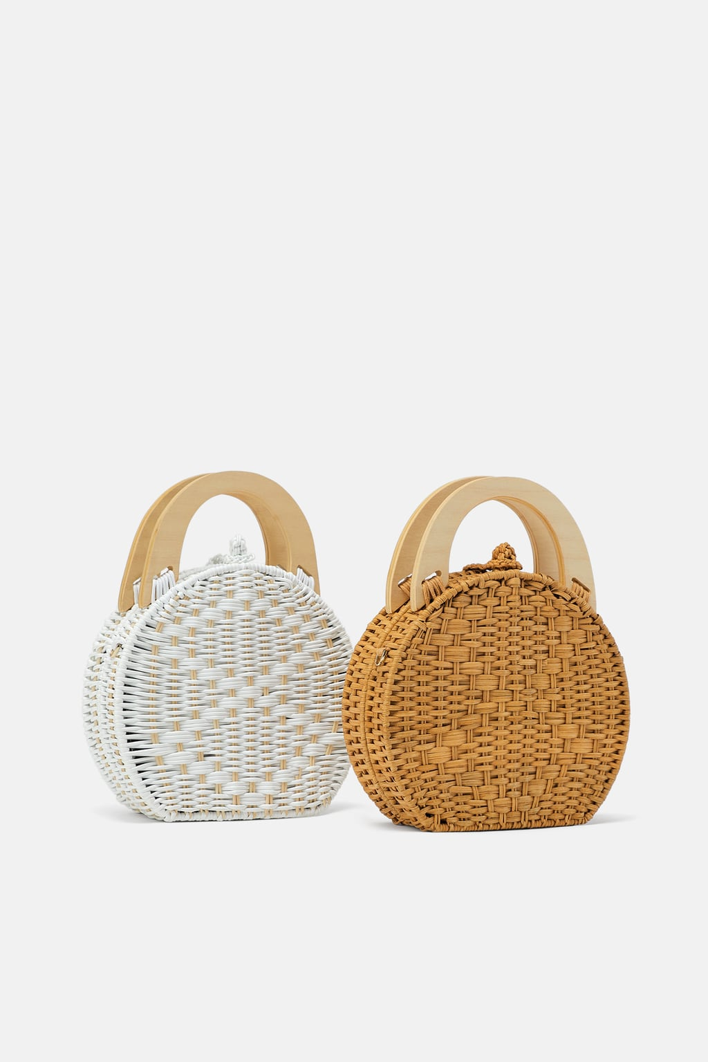 NATURAL HANDBAG - Colored box-shaped handbag. Made of natural materials. Wooden handles. Adjustable and removable shoulder strap