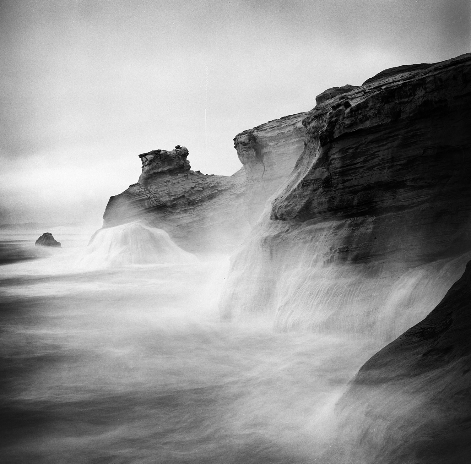 cape kiwanda cliffs crashing surf le2bw.jpg