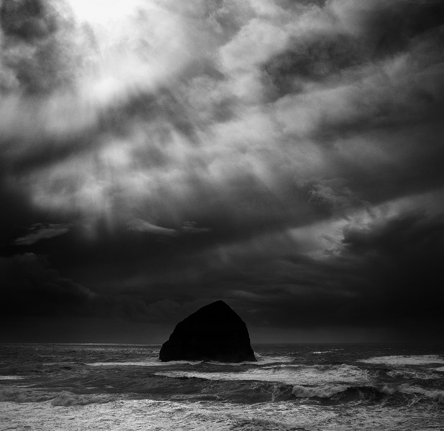 cape kiwanda stormy day hblad 6.jpg