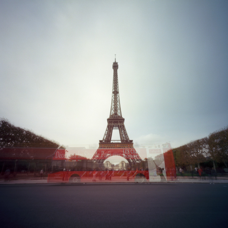 Eiffel Tower with bus, 15 seconds, Zero Image 2000