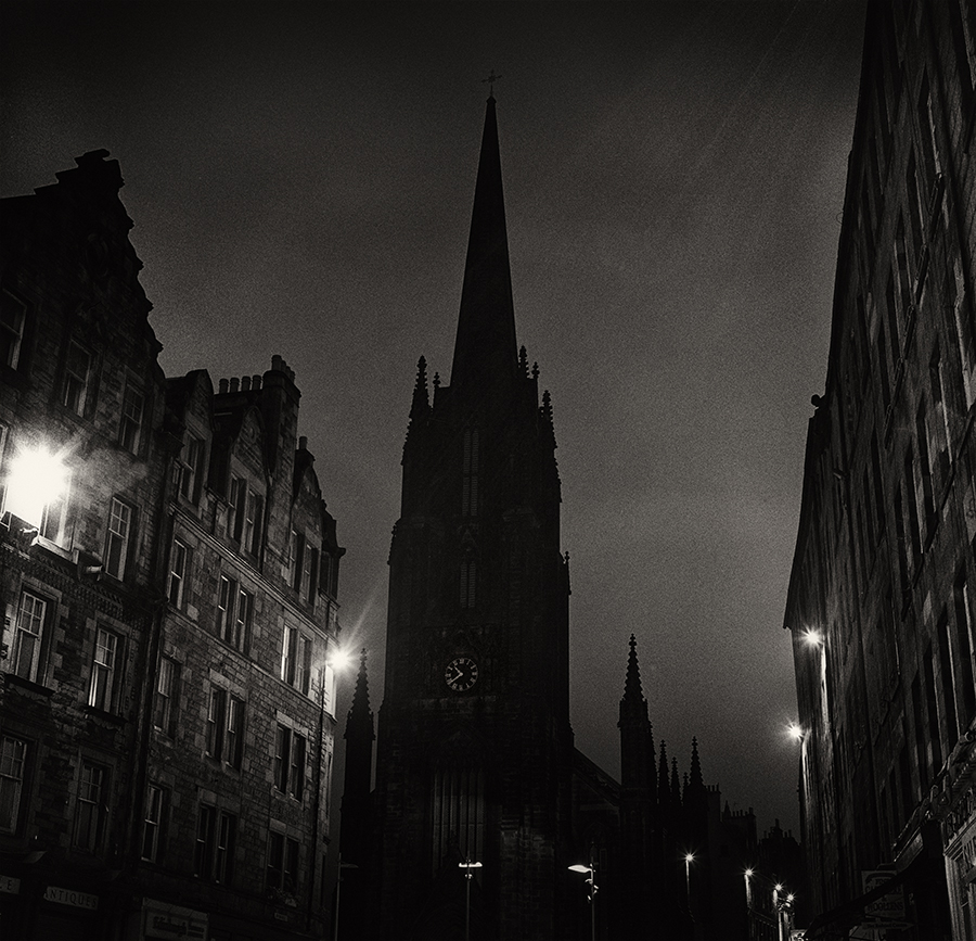 There is a part of me that thinks the only way to experience somewhere as old and gritty as Edinburgh, Scotland is at night.