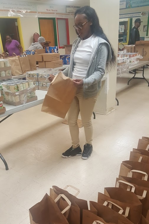 Volunteering with Praise Fellowship for Thanksgiving Giveaway  November 2016