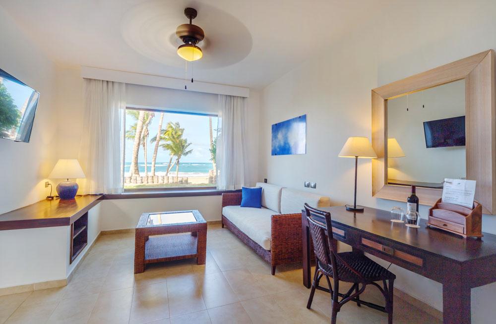 Luxury-Jr-Suite-Ocen-Front-salon.jpg