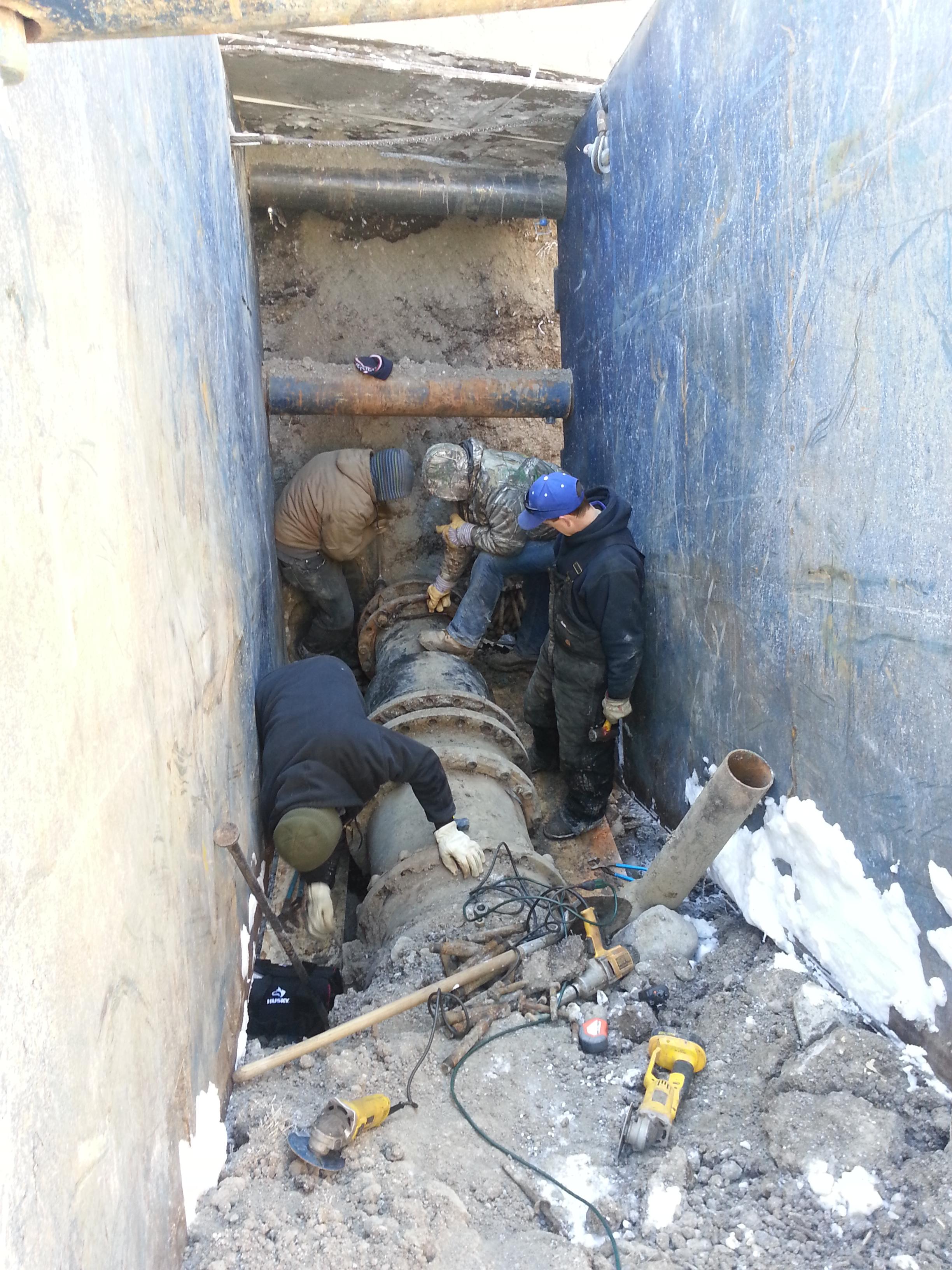 Major winter repair of an 18 inch diameter water transmission pipeline.