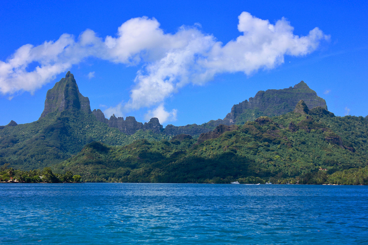 Peaks of Moorea from Sea