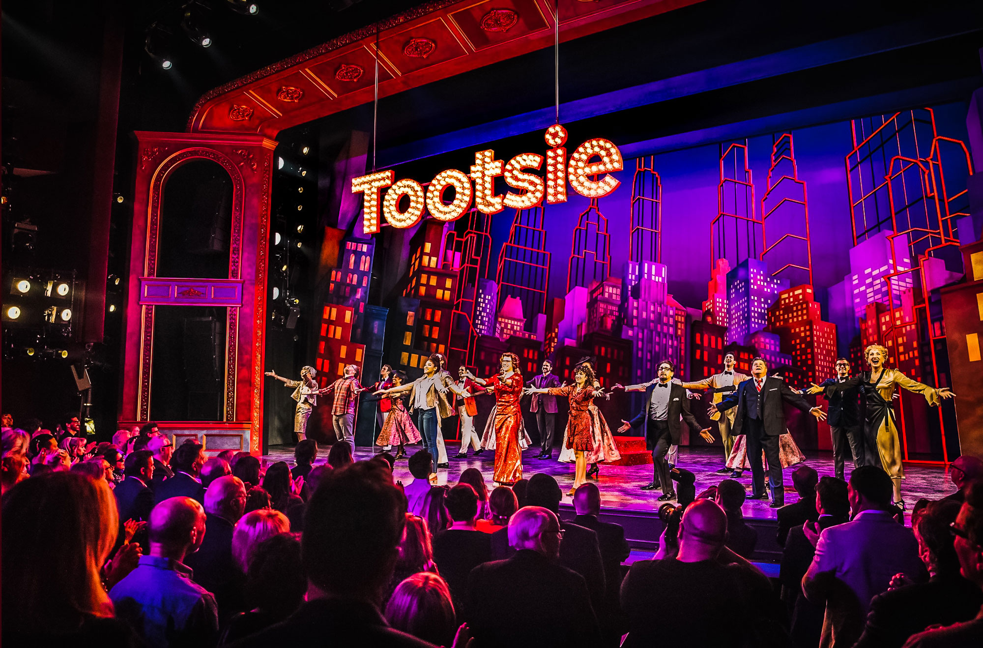 The Tootsie ensemble takes a curtain call.