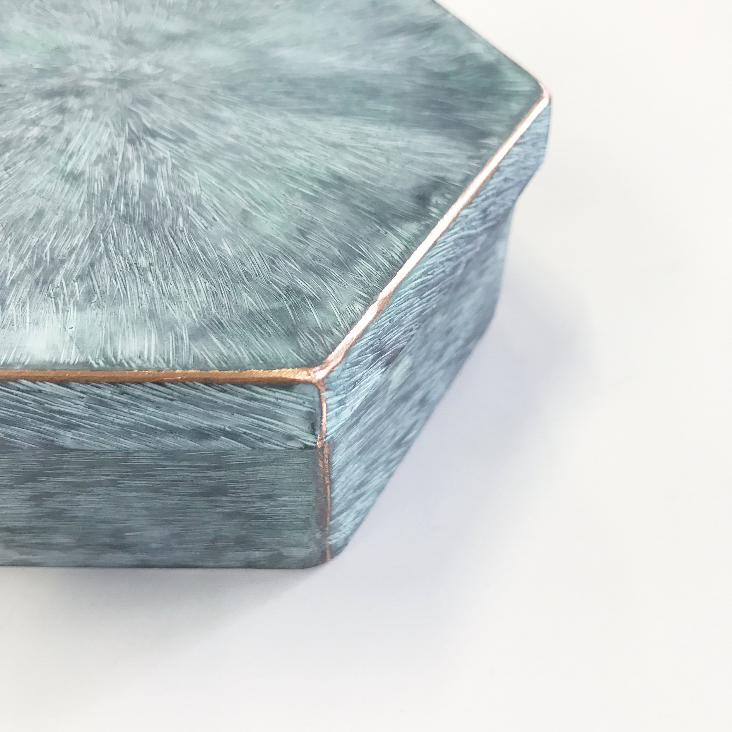 銅亀甲箱物 緑青  ¥23,000