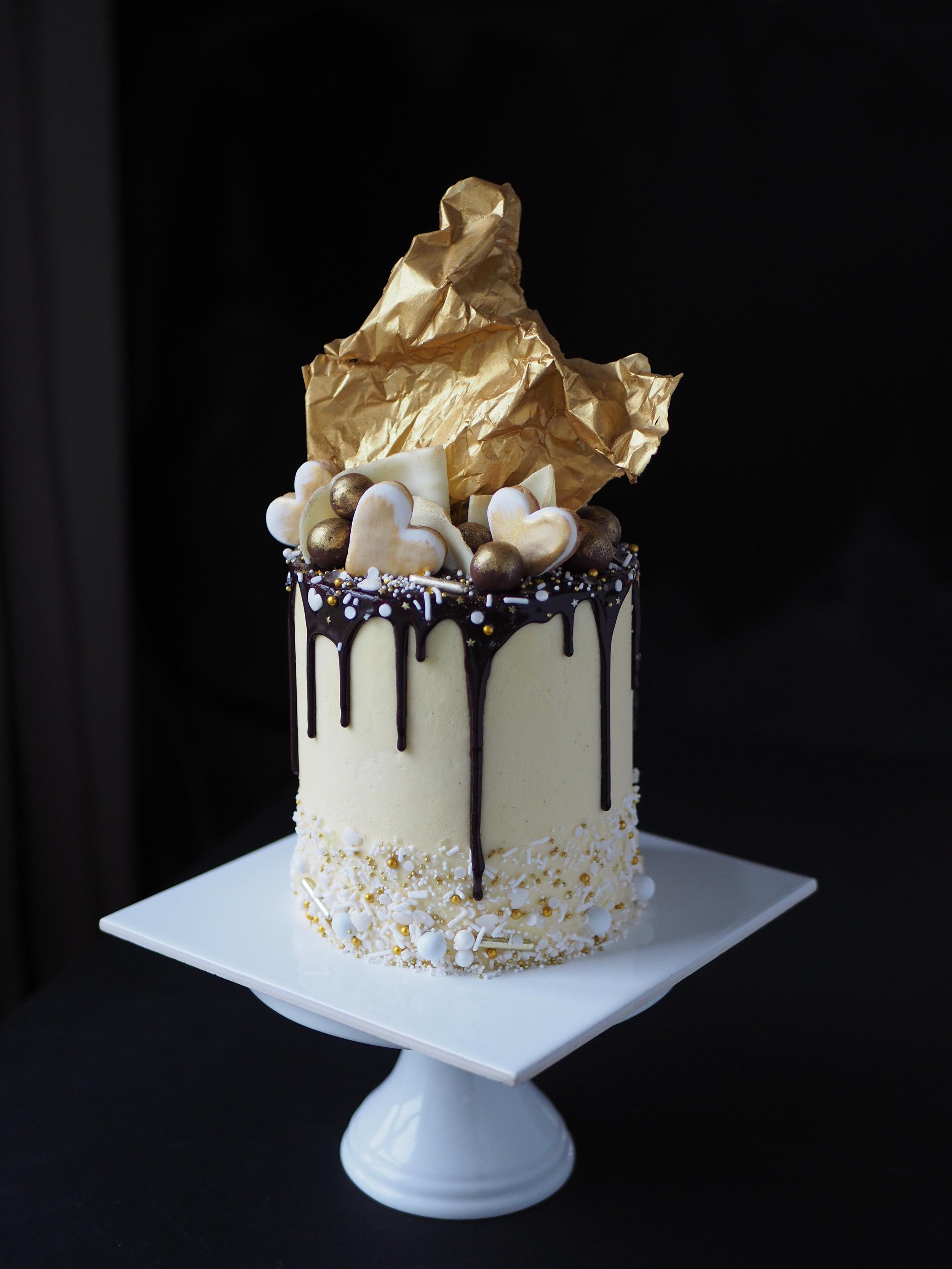 2017-06-02 Metallic drip cake 046.JPG