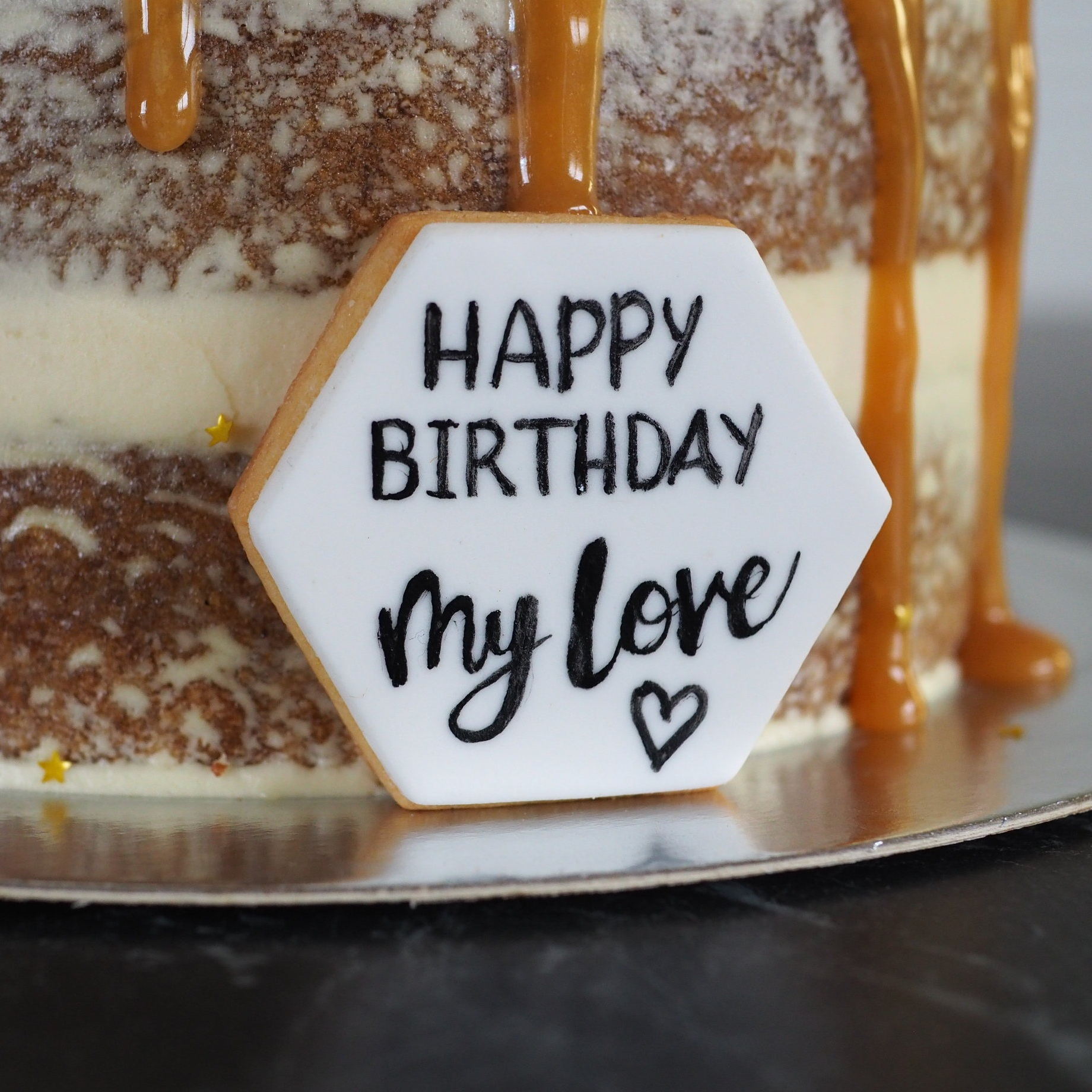 2019-03-21 Salted caramel drip cake 009.JPG