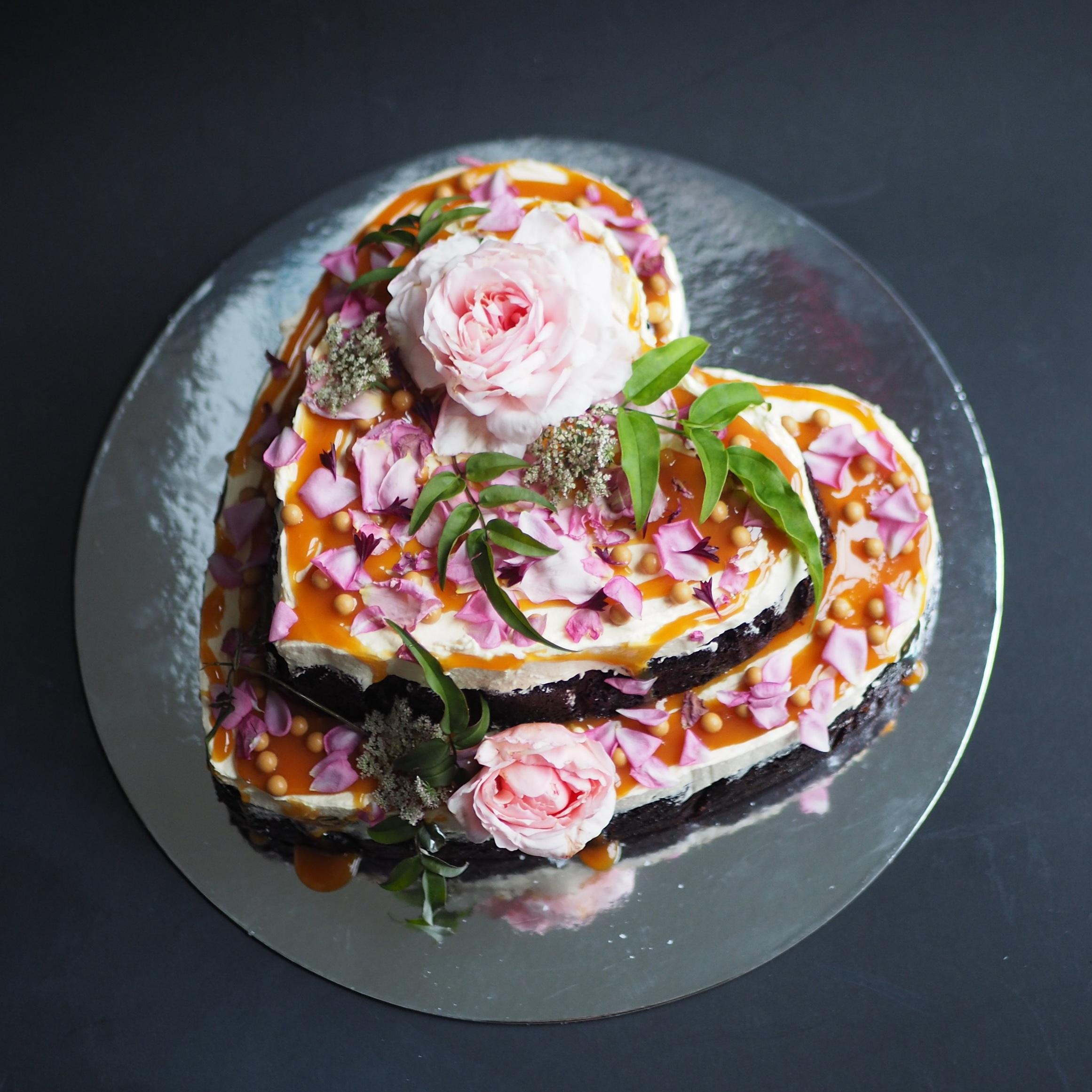 2019-03-18 Heart flower cake and bundts 005.JPG
