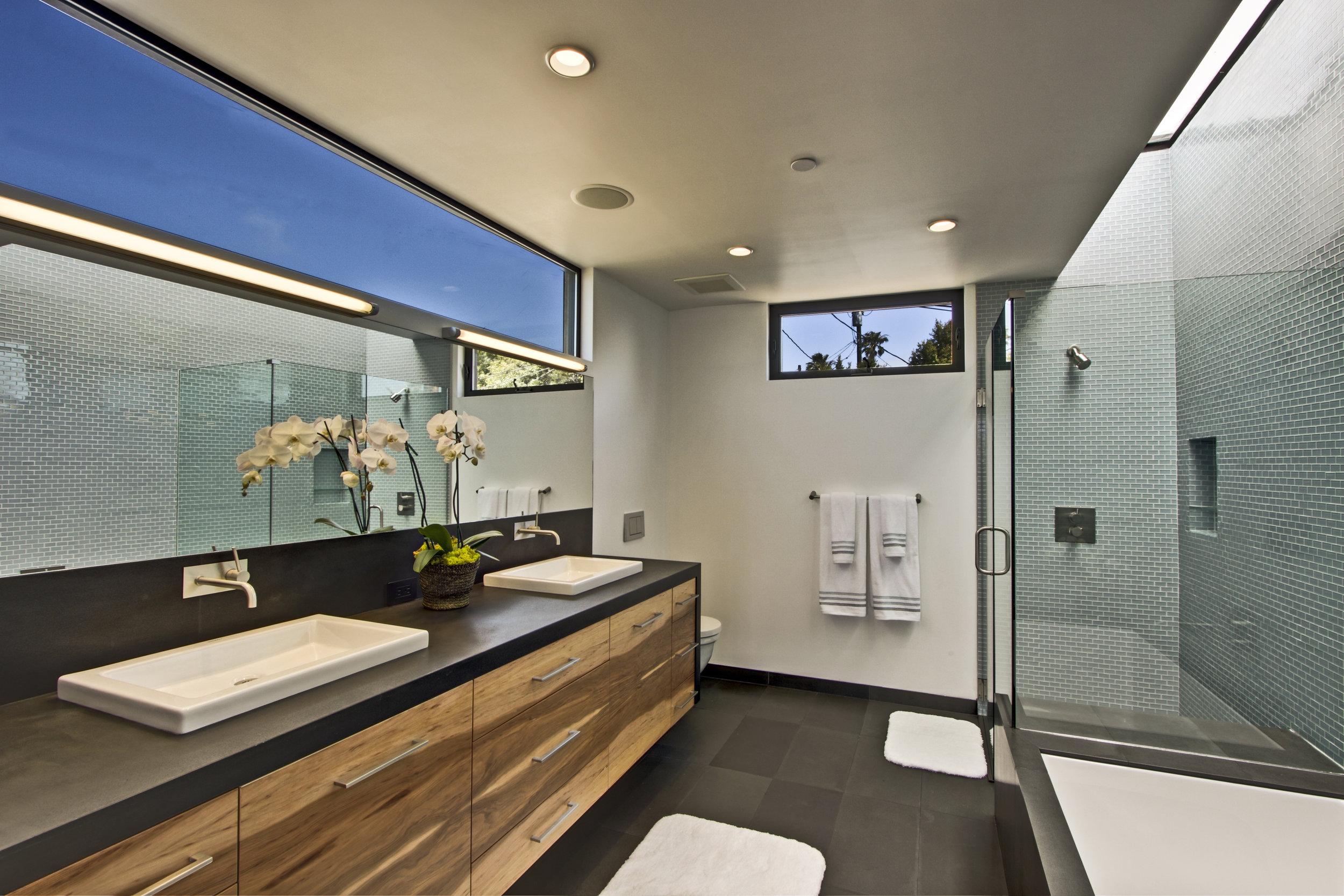 Master Bathroom-7.jpg