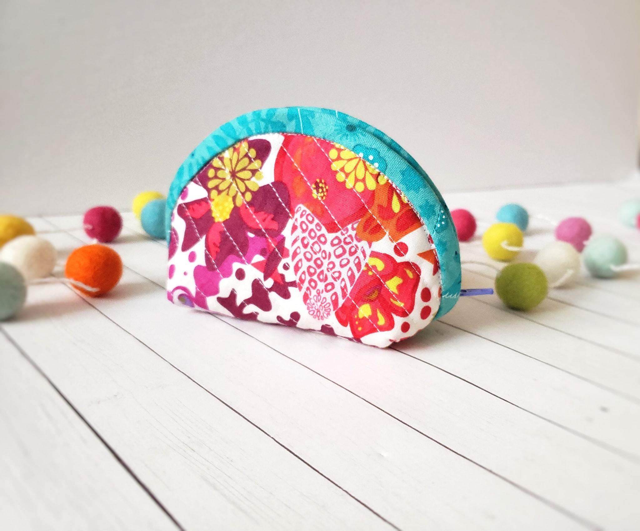 Cotton Cuts Brand Ambassador Christy DIY Zipper Pouch.jpg