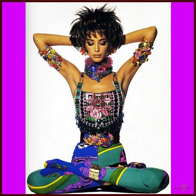 Christy Turlington wearing Gianni Versace 😍 Couture meets yoga = zensation ❤️#christyturlington #gianniversace #versace #body #zen #zensation #hot #pose #yoga #couture #highfashion #vogue #fashion #fashionstyle #colours #beautiful #tbt #luxury #instagood #love ❤️