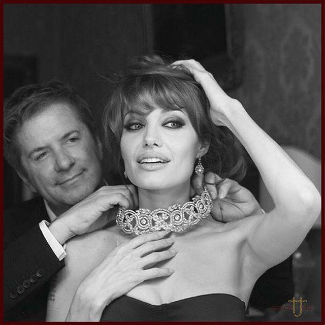 Angelina Jolie with Jeweller Robert Procop 😍#angelinajolie #stunning #actress #hollywood #movie #jewelry #jewelrydesigner #fashionjewelry #fashion #fashionstyle #fashionblogger #diamonds #choker #necklace #photooftheday #blackandwhite #tbt #instagood #luxury #myconcettina ❤️