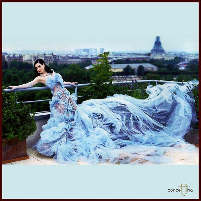 Dita Von Teese in Christian Dior Haute Couture by John Galliano - Elle UK 2005 🇬🇧 Photographer Ruben Afanador 😍 #ditavonteese #gorgeous #christandior #hautecouture #johngalliano #ellemagazine #uk #2005 #ruvenafanador #photooftheday #magazine #fashion #fashionblogger #luxury #skyblue #gown #tbt #instagood #thursday ❤️🌈🎈