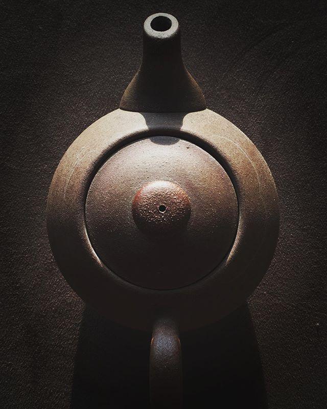 Texture. . . . . . #potterywheel #gongfu #teadrinkers  #teaware #teapot #puerhtea #chinesetea #ilovetea #browncolor #brown #gongfucha #chachi #tea #puer #clayart #pottery #taiwantravel