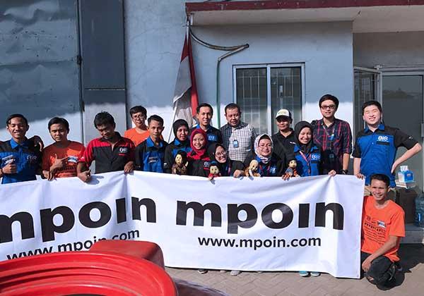 Foto karyawan MPOIN bersama Crew TRANS7 dan boneka dan pemeran Laptop Si Unyil. www.mpoin.com