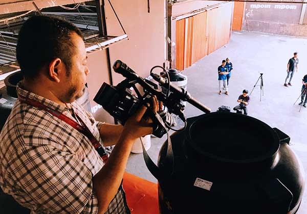 Crew TRANS7 dalam acara Laptop Si Unyil menyuting produk Tandon Air MPOIN PLUS dan kualitas Anti Pecah, Anti Lumut, dan Anti Bakteri yang sudah dipasarkan di media dan pasaran Indonesia. www.mpoin.com