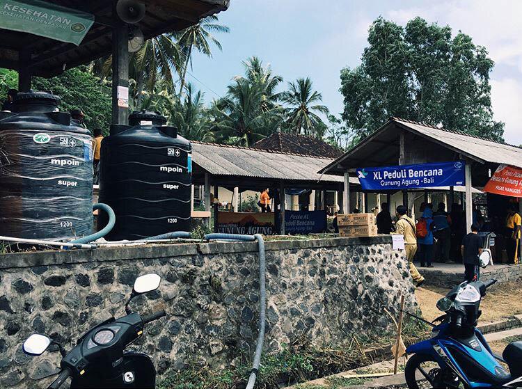 MPOIN Peduli membantu korban Gunung Agung di Kecamatan Rendang dengan tangki tandon toren air MPOIN PLUS hitam berukuran 1200 Liter.
