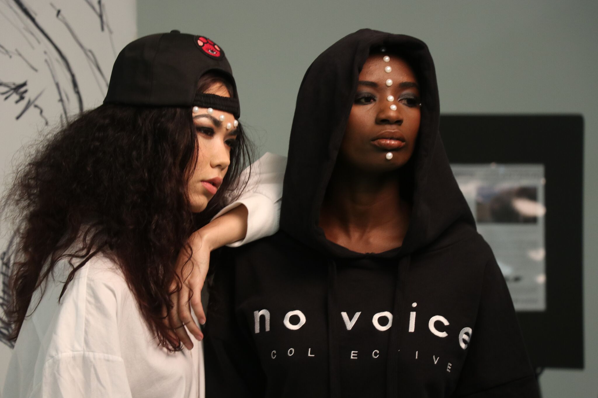 Americas Next Top Model and Elephantasia SS17 cover girl Binta Dibba (right) posing with Amy Gee (left)