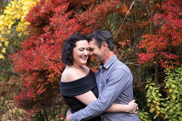 I love love love autumn engagement shoots!! 😍🥰 The colours are so beautiful and they just make the photos pop. Also helps when your couple are as cute as these two! 😄💑
