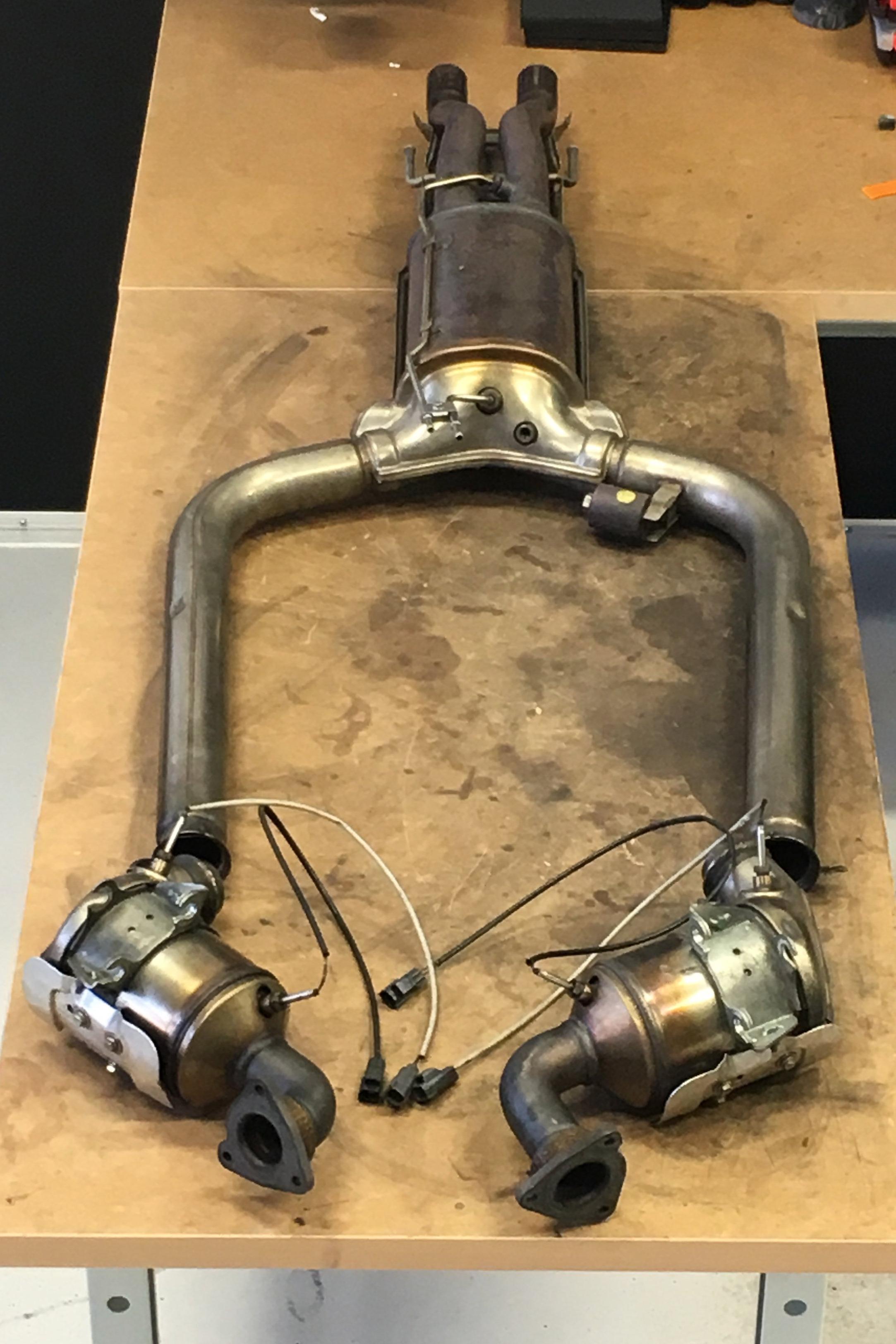 Rengjorda och testade komponenter, ett Y-format DPF och tvåmindre katalysatorer.