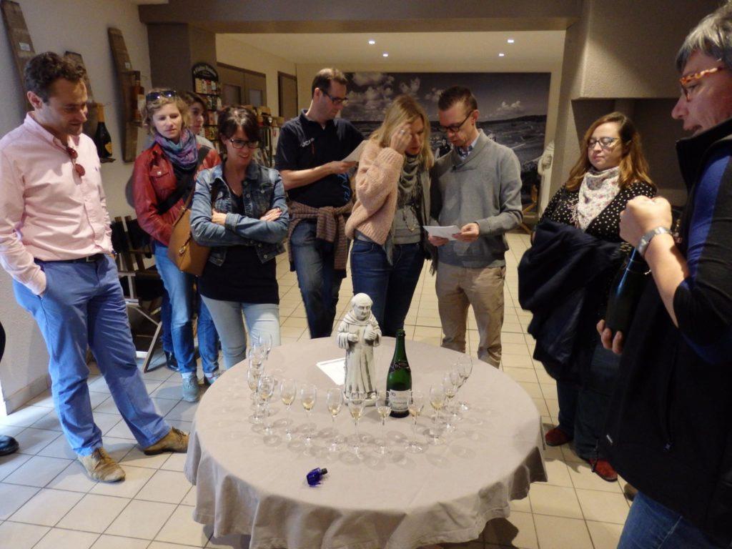 Proeven van enkele excellente champagnes bij Vadin-Plateau, onder het alziend oog van monnik Dom Pérignon.