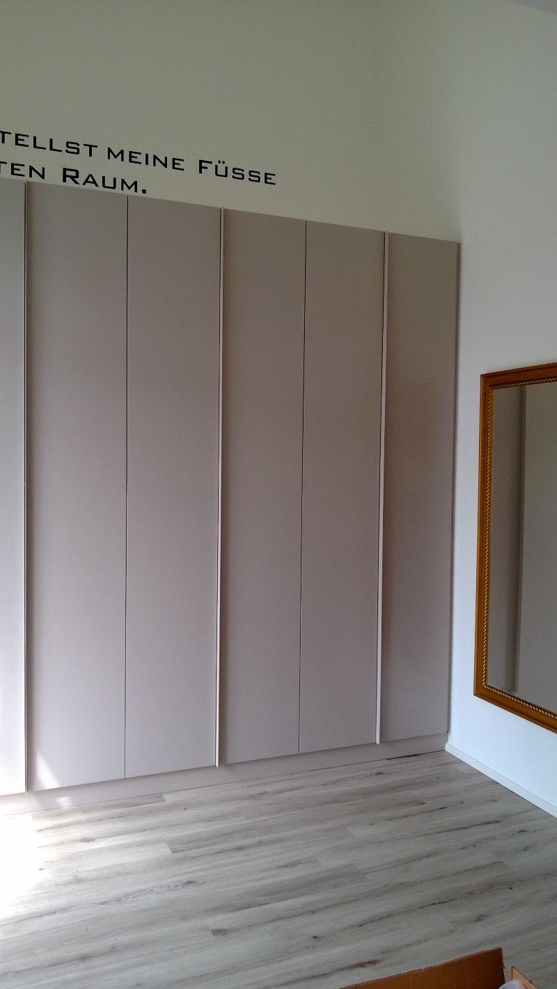 Kristof - Kleiderschrank (2).jpg