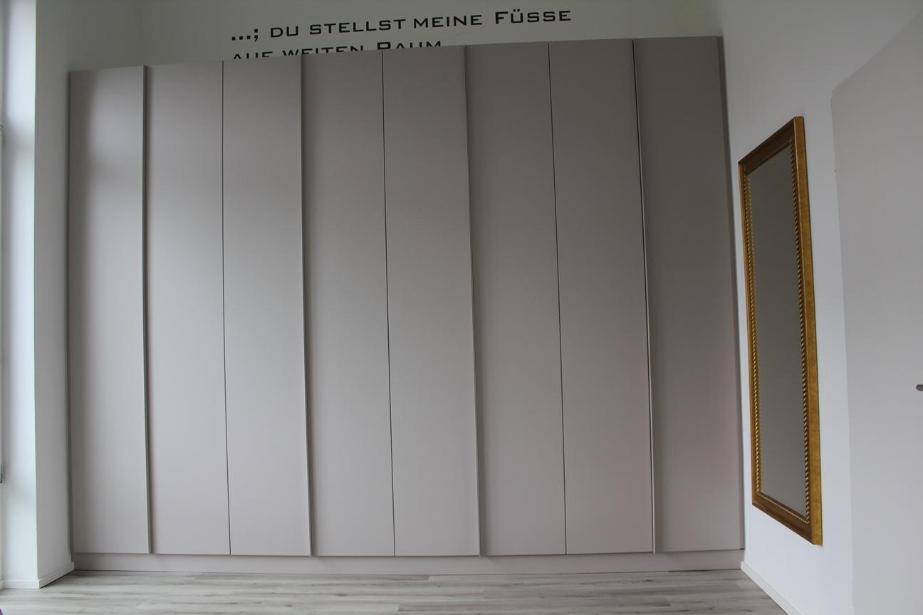 Kristof - Kleiderschrank (5).JPG