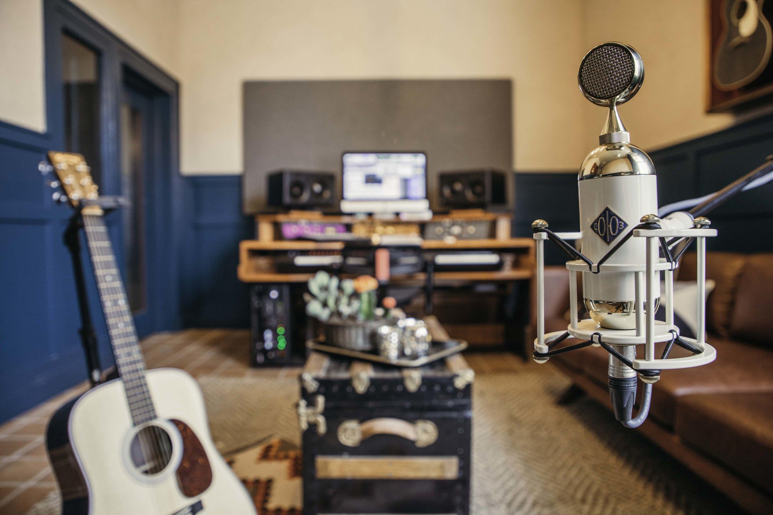 Dierks Bentley Writer Room Hutton-2.jpg