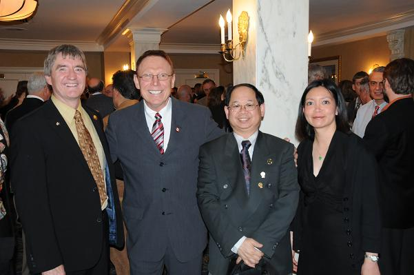 Prior to the IAO Annual Banquet doctors have a chance to meet other doctors and catch up with old friends
