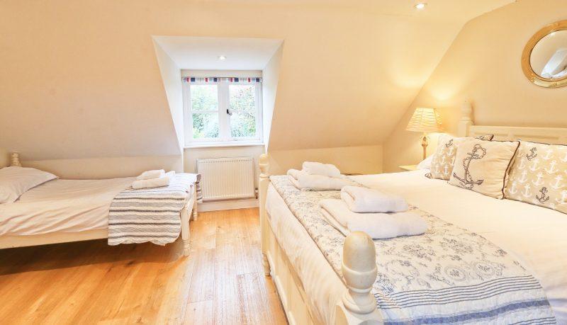 family-bedroom-cottage-norfolk.jpg