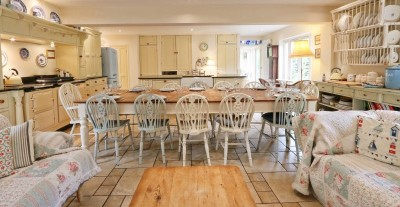 Large kitchen at Gardeners Cottage with farmhouse table seating 12-14