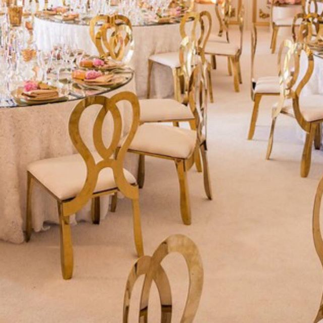 ✨😍🥂 ⠀ #luxurywedding #weddingreception #weddingday #shesaidyes #weddingideas #dreamwedding #instawedding #weddinginspiration #weddinginspo #weddingdetails #weddinglove #weddingseason #goldwedding #golddecor #flowers #weddingflowers #flowerwall #floralarrangement #weddingdesign #weddingdecor #weddingtablescape  #ocwedding #lagunabeach #ritzcarlton #ritzcarltonwedding #weddingvenue #weddingplanner #24kmagic #meleamore