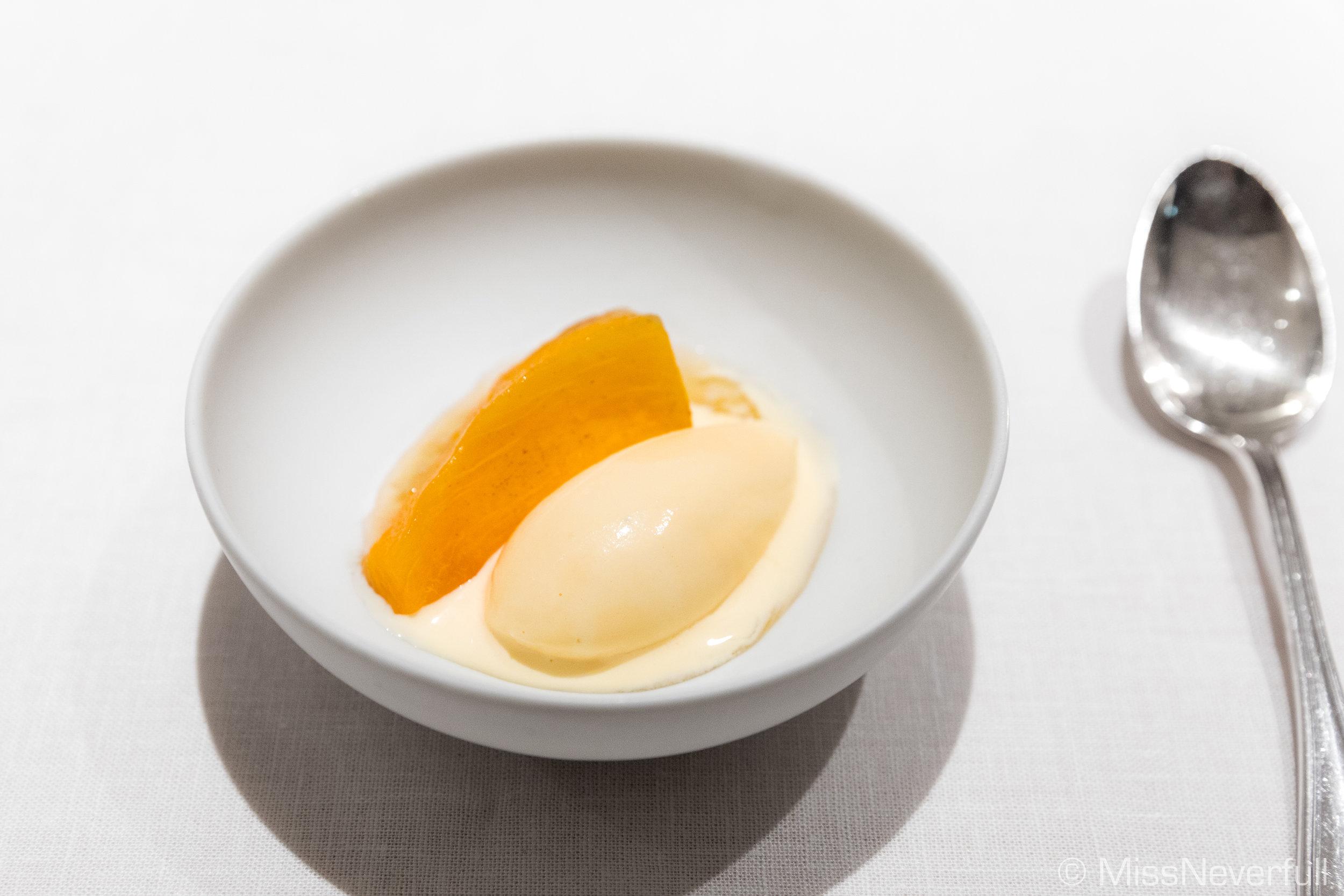8. Dessert: Grilled Persimmon with Shaoxing Wine Ice Cream (焼き柿と紹興酒のアイスクリーム)