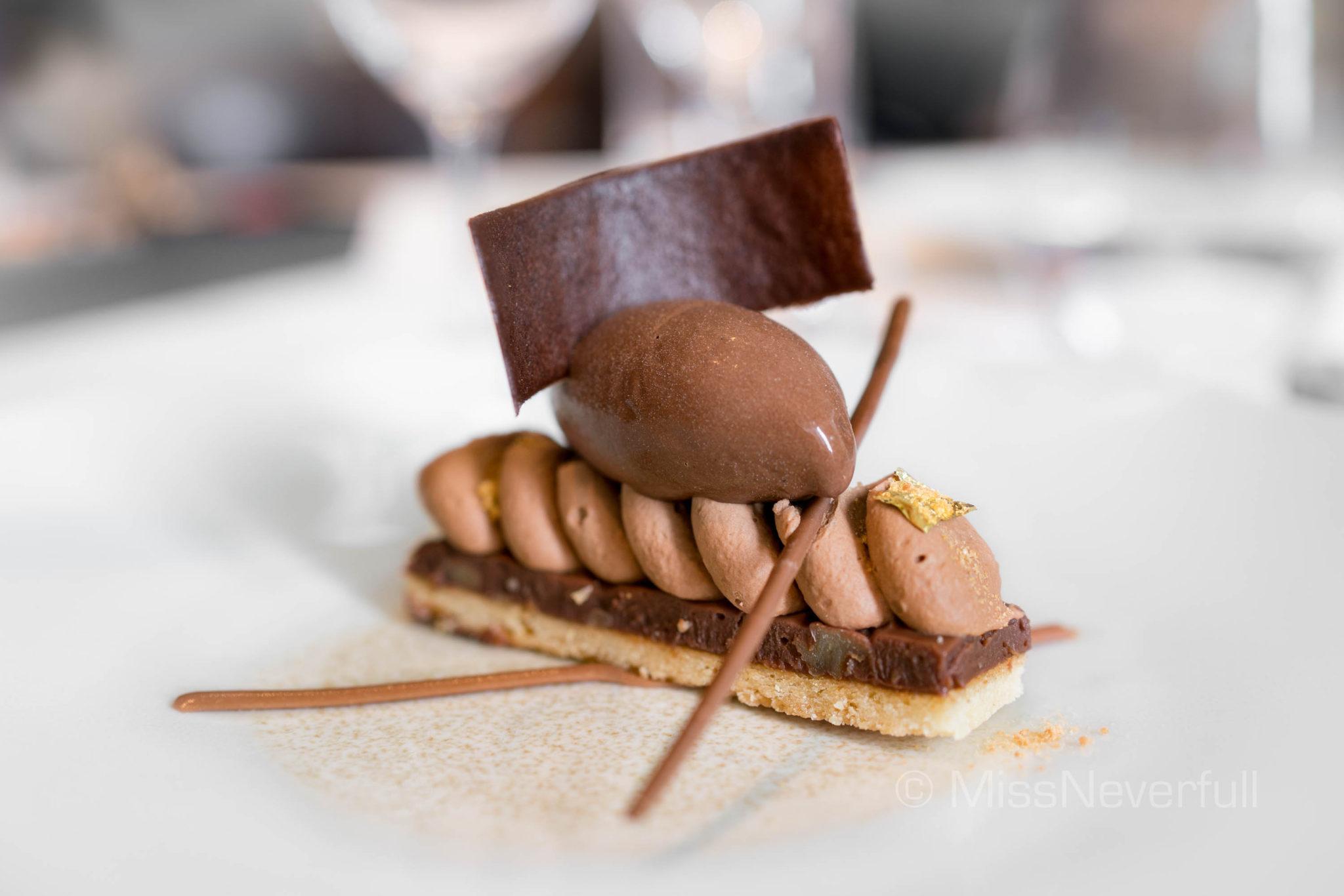 Chocolate walnut tart (HK$160)